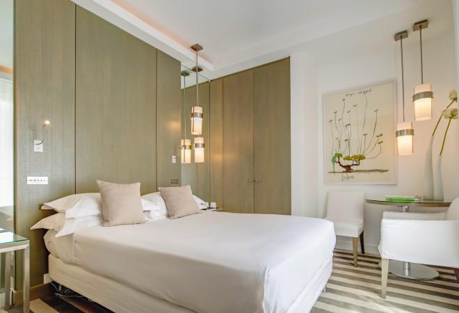 824228-hotel-le-a-paris-france
