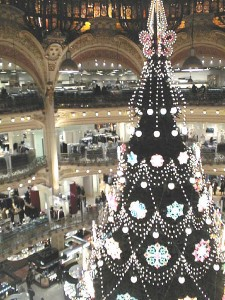 Galeries-Lafayette-2002-Chrismas-decor-b