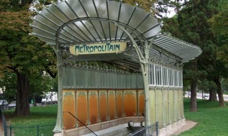 De Metro ingangen van Parijs