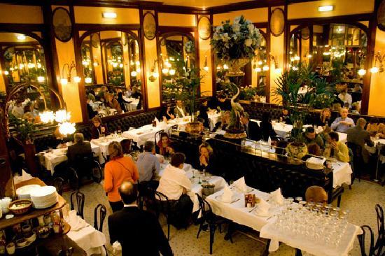 interior-brasserie-bofinger