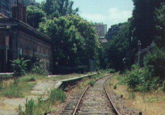 Wandelen over oud spoor in Parijs