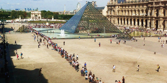 xlouvre-museum-line-up-580-2x1.jpg.pagespeed.ic.7jZ9R5-jWb
